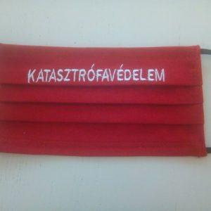 1 db piros, pamut KATASZTRÓFAVÉDELEM Hímzéssel készült maszk